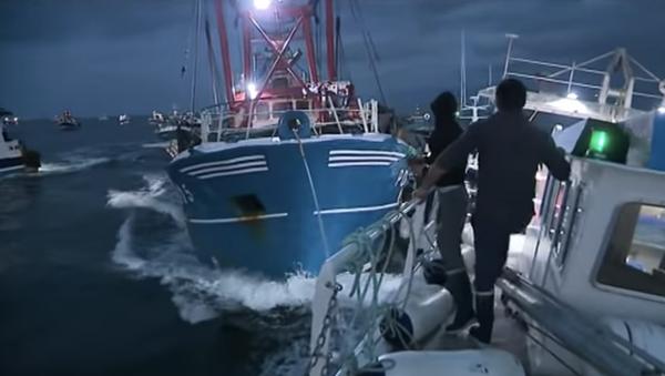 Kadr z nagrania zderzenia francuskich i brytyjskich rybaków w związku ze sporem o granice połowów na kanale La Manche - Sputnik Polska