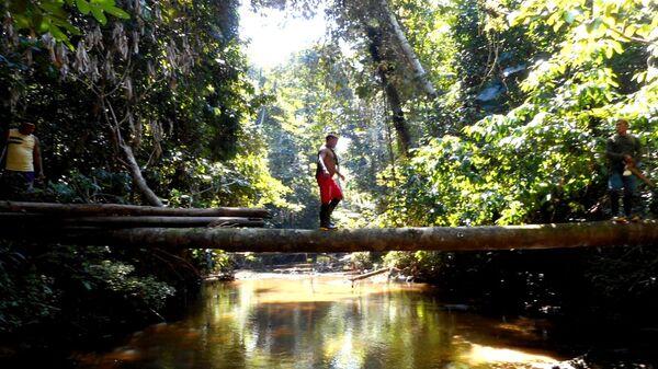 Bliskie spotkanie z dzikim plemieniem Amazonii - Sputnik Polska