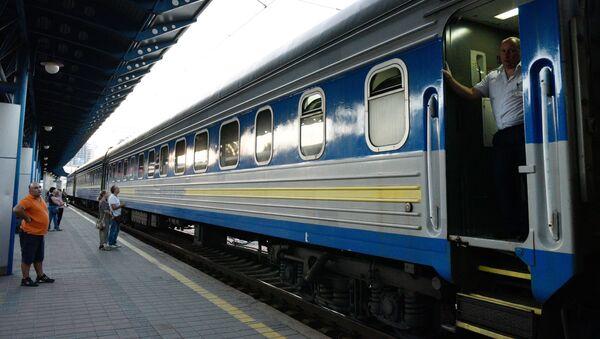 Pociąg Kijów - Moskwa na stacji kolejowej w Kijowie - Sputnik Polska