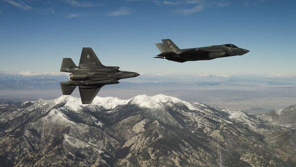 Amerykański myśliwce F-35A Lightning II w czasie lotu szkoleniowego w stanie Utah - Sputnik Polska