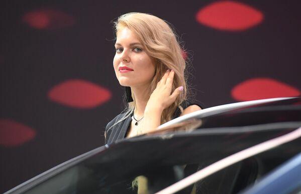 Modelka na stoisku firmy KIA na Międzynarodowym Salonie Samochodowym w Moskwie - Sputnik Polska