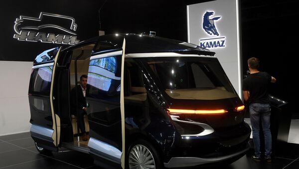 Elektryczny autobus KamAZ na Międzynarodowym Salonie Samochodowym w Moskwie  - Sputnik Polska