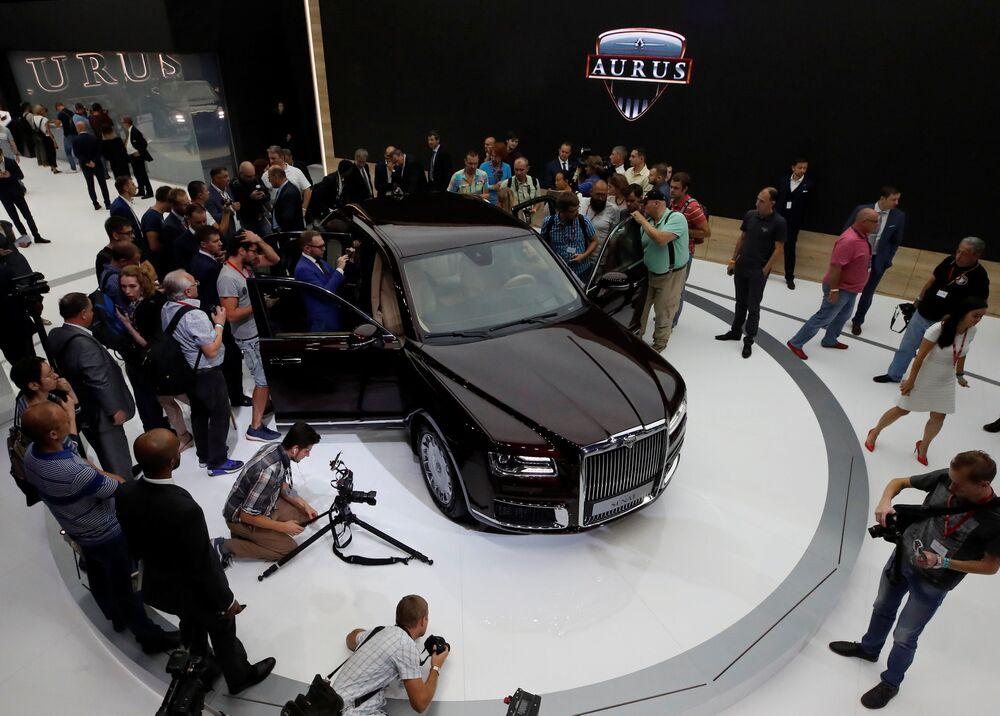 Samochód Aurus Senat na Międzynarodowym Salonie Samochodowym w Moskwie