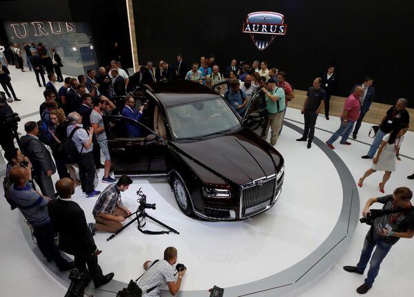 Samochód Aurus Senat na Międzynarodowym Salonie Samochodowym w Moskwie - Sputnik Polska