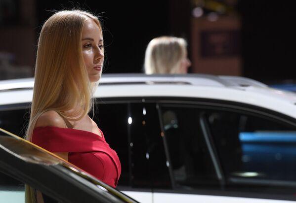 Modelki na stoisku firmy Lifan na Międzynarodowym Salonie Samochodowym w Moskwie - Sputnik Polska