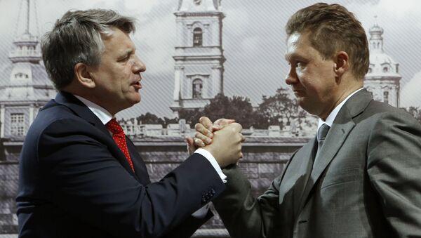 Dyrektor generalny koncernu Shell Ben van Beurden i prezes zarządu Gazpromu Aleksiej Miller - Sputnik Polska