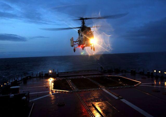 Planowe nocne loty grupy powietrznej oddziału okrętów bojowych Floty Północnej w regionie północno-wschodniego Atlantyku