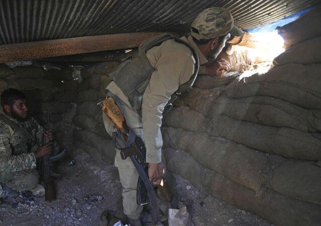Syryjska opozycja wojskowa na stanowiskach w prowincji Idlib