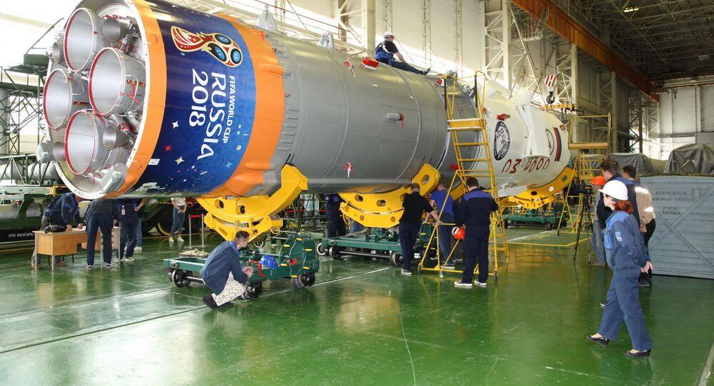 """Montaż ogólny rakiety nośnej """"Sojuz-FG"""" z załogowym statkiem kosmicznym """"Sojuz MS-09"""""""