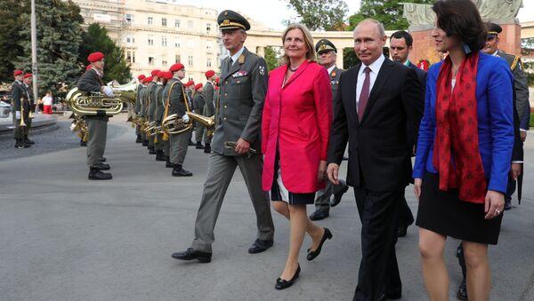 Prezydent Rosji Władimir Putin i minister spraw zagranicznych Austrii Karin Kneissl - Sputnik Polska