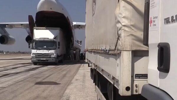 Samolot Ministerstwa Sytuacji Nadzwyczajnych Rosji dostarczył Syrii 34 tony pomocy humanitarnej - Sputnik Polska