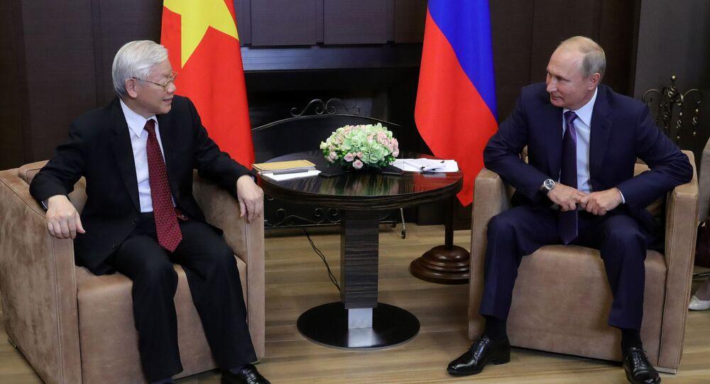Sekretarz generalny Komitetu Centralnego Komunistycznej Partii Wietnamu Nguyen Phu Trong i prezydent Rosji Władimir Putin podczas spotkania w Soczi