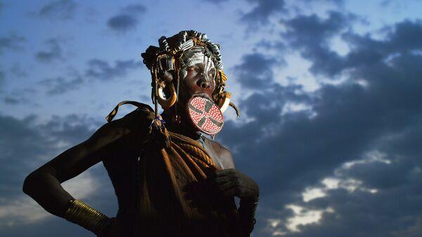 Kobieta z plemienia Mursi - Sputnik Polska
