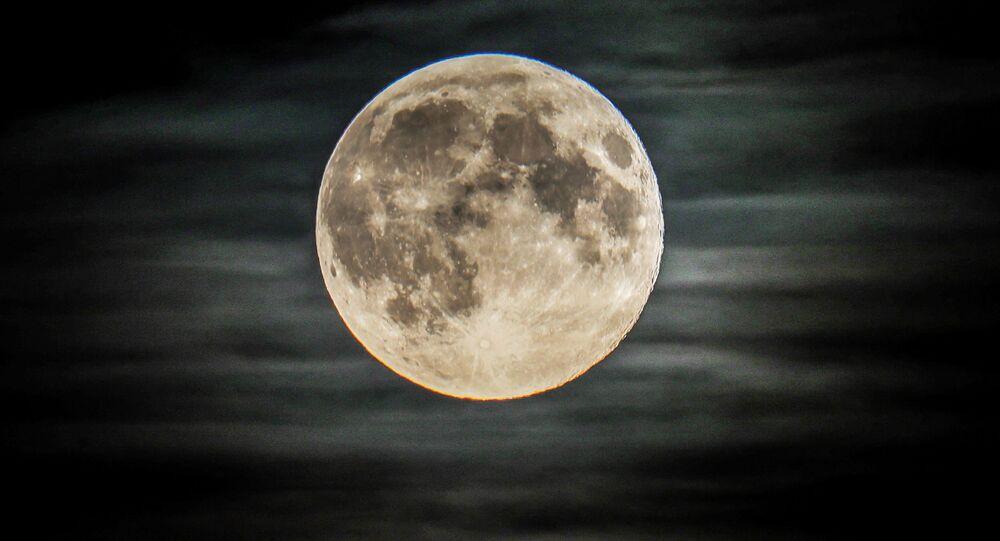 Pełnia księżyca w regionie moskiewskim