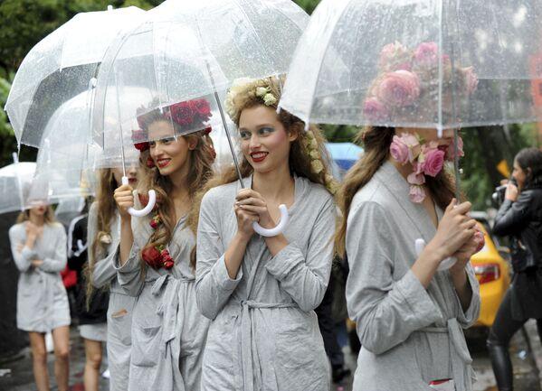 Prezentacja kolekcji Rodarte podczas Tygodnia Mody w Nowym Jorku - Sputnik Polska