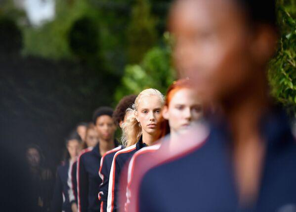 Prezentacja kolekcji Tory Burch podczas Tygodnia Mody w Nowym Jorku - Sputnik Polska