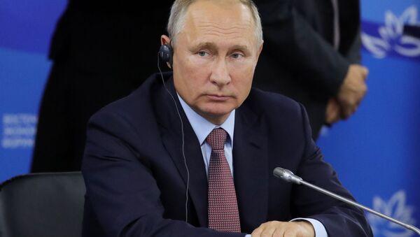 Prezydent Rosji Władimir Putin podczas spotkania z przedstawicielami zagranicznych środowisk biznesowych w ramach IV Wschodniego Forum Ekonomicznego na terytorium Dalekowschodniego Uniwersytetu Federalnego na wyspie Russkij - Sputnik Polska