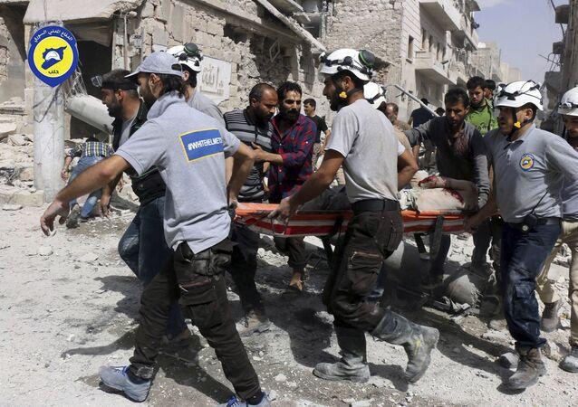 """Aktywiści ruchu """"Białe Hełmy"""" w Aleppo w Syrii"""