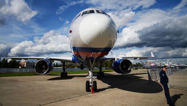 Samolot obserwacyjny Tu-214ON na lotnisku w Kubince - Sputnik Polska