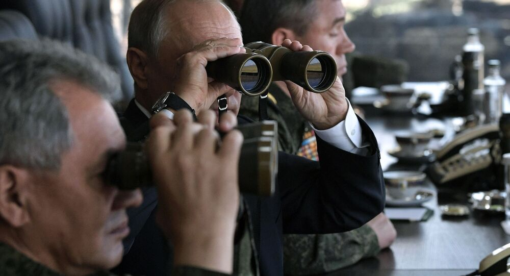 Władimir Putin obserwuje manewry Wostok 2018