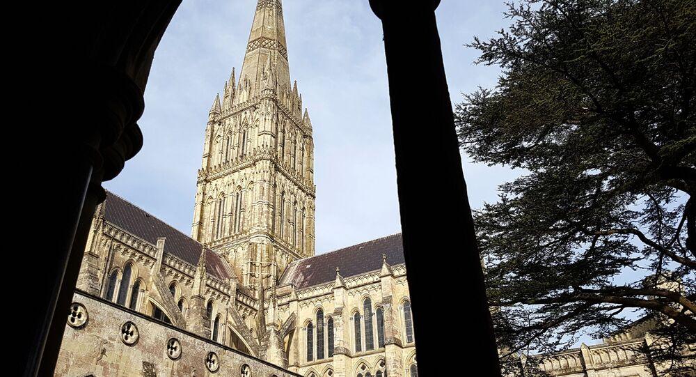 Gotycka katedra znajdująca się na obrzeżach najstarszej części miasta Salisbury