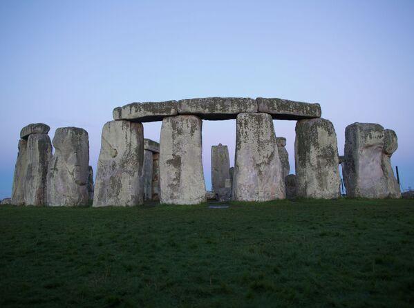 Stonehenge - jedna z najsłynniejszych europejskich budowli megalitycznych, znajdująca się 13 km od miasta Salisbury - Sputnik Polska
