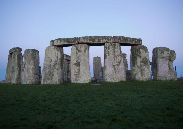 Stonehenge - jedna z najsłynniejszych europejskich budowli megalitycznych, znajdująca się 13 km od miasta Salisbury