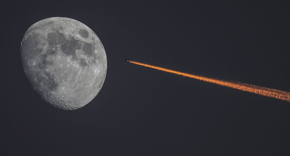 Księżyc i samolot