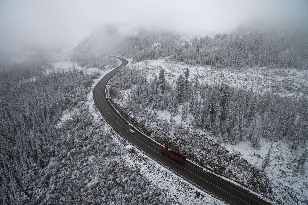 Śnieg na przełęczy Bujbińskiej, Kraj Krasnojarski