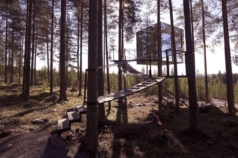 Lustrzany dom na drzewie, hotel w Szwecji