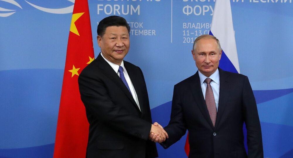 Prezydent Rosji Władimir Putin i przewodniczący Chin Xi Jinping na Wschodnim Forum Ekonomicznym we Władywostoku