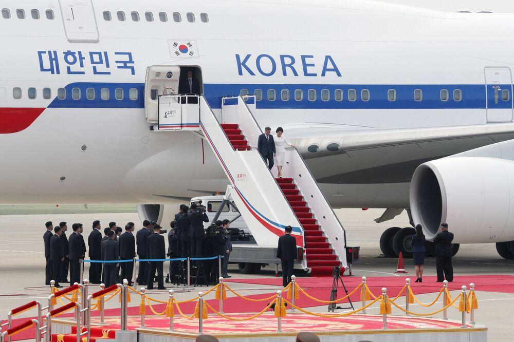 Przybycie prezydenta Korei Południowej z żoną do Pjongjangu