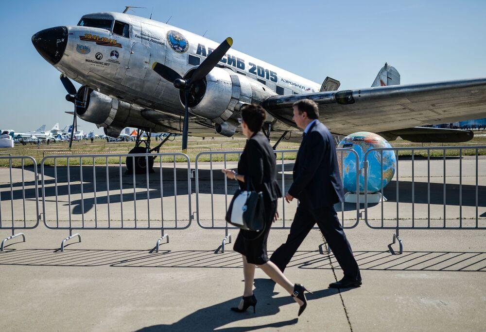 Amerykański samolot pasażerski i transportowy w układzie dolnopłata DC-3 (Douglas Commercial 3)