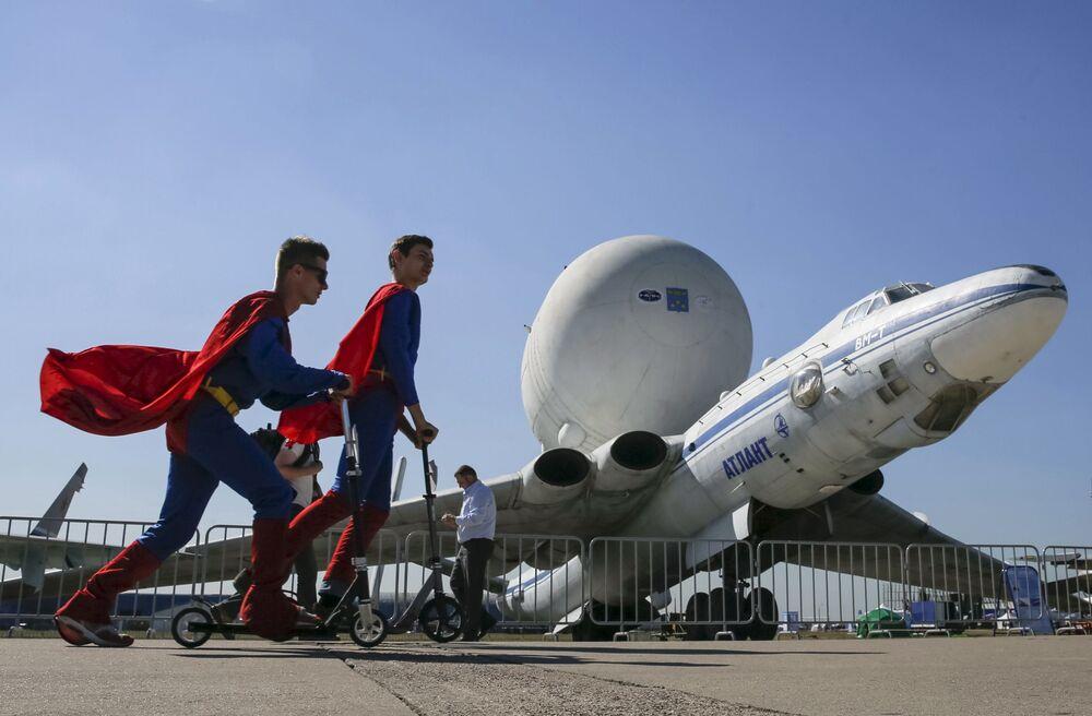 Promotorzy na otwarciu Międzynarodowego Salonu Lotniczego i Kosmicznego MAKS-2015