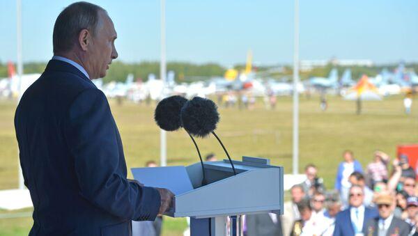 Prezydent Rosji Władimir Putin na ceremonii otwarcia Międzynarodowego Salonu Lotniczo-Kosmicznego MAKS 2015 - Sputnik Polska