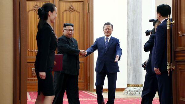 Lider KRLD Kim Dzong Un i prezydent Korei Południowej Moon Jae-in - Sputnik Polska