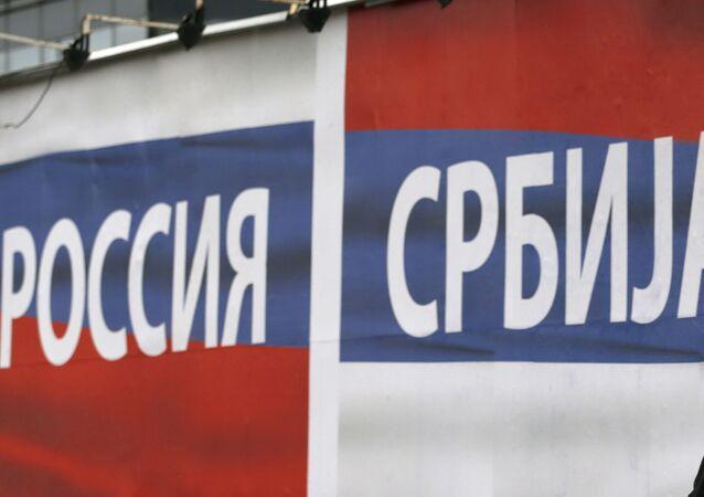 Banner z flagami Rosji i Serbii