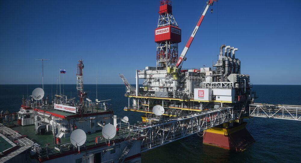 Platforma wiertnicza spółki Lukoil na Morzu Kaspijskim