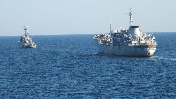 Okręty ukraińskiej marynarki wojennej u wybrzeży Krymu - Sputnik Polska