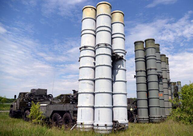Kompleksy przeciwrakietowe S-300