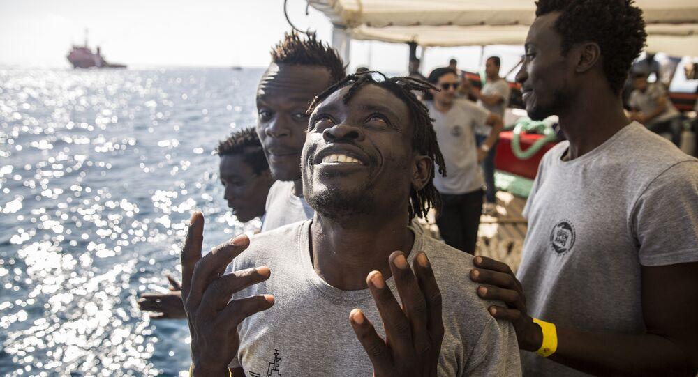 Statek z migrantami