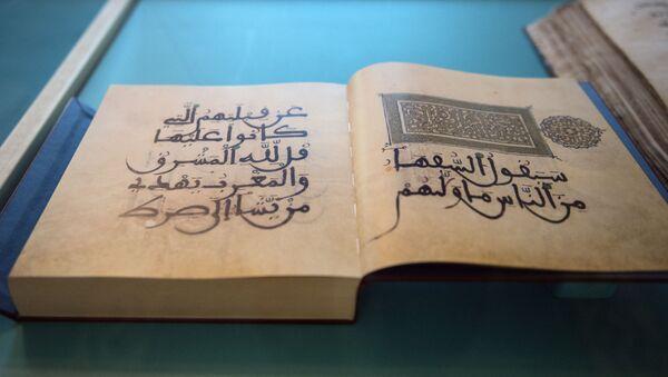 Eksponaty wystawy kaligrafii koranicznej w ramach corocznego festiwalu Koranu w Moskiewskim Meczecie Katedralnym - Sputnik Polska