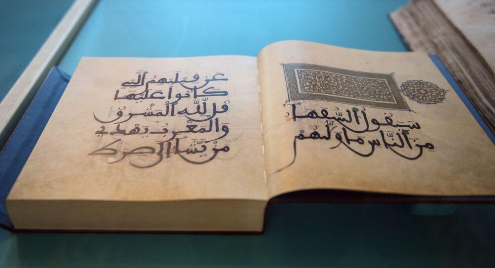 Eksponaty wystawy kaligrafii koranicznej w ramach corocznego festiwalu Koranu w Moskiewskim Meczecie Katedralnym