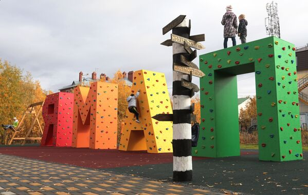 Plac zabaw dla dzieci w Salechardzie - Sputnik Polska