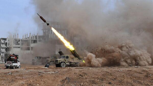 Wieloprowadnicowa wyrzutnia rakietowa Golan 400 podczas walki na przedmieściach Damaszku - Sputnik Polska