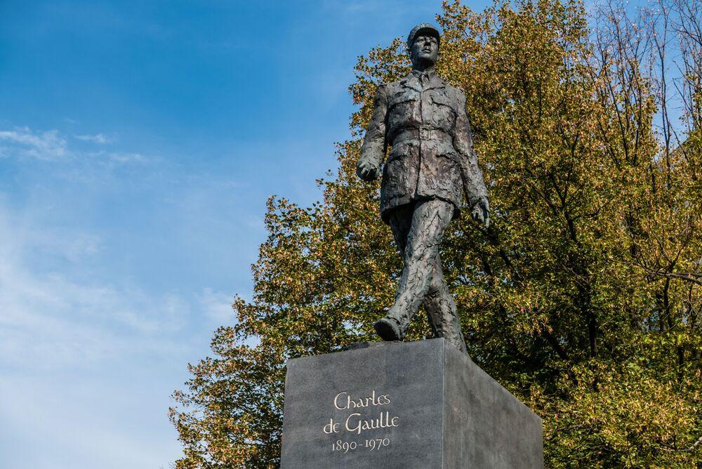 Pomnik Charles'a de Gaulle'a w Warszawie.