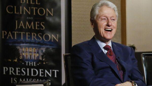 """Były prezydent USA Bill Clinton podczas wywiadu o jego powieści """"Prezydent zniknął"""" - Sputnik Polska"""