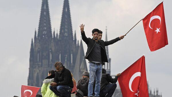 Protesty zwolenników Erdogana w Kolonii, 2016 rok - Sputnik Polska
