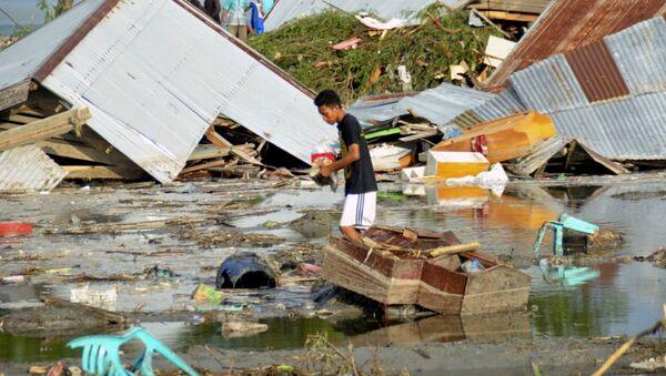Skutki tsunami i trzęsienia ziemi w Indonezji - Sputnik Polska