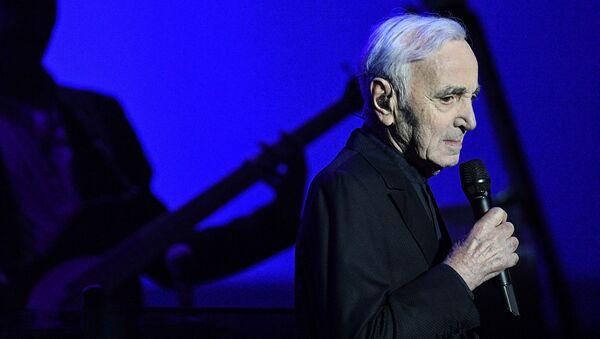 Francuski piosenkarz, pisarz i aktor Charles Aznavour - Sputnik Polska